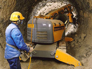 Brokk330_cement_demolition_robots_demolition_machines__3_