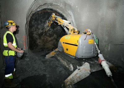 Brokk330_tunneling_demolition_robots_demolition_machines