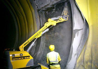 Brokk330_tunneling_demolition_robots_demolition_machines__3_