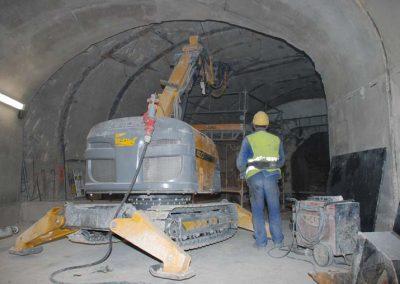 Brokk400_tunneling_demolition_robots_demolition_machines