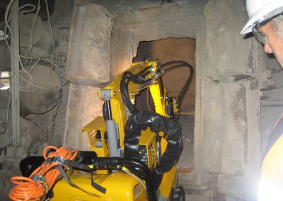Brokk50_cement_demolition_robots_demolition_machines__2_