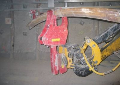 Brokk_tunneling_steel_beam_manipulator_demolition_robots_demolition_machines