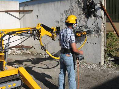Hydraulic_drill_in_actionweb
